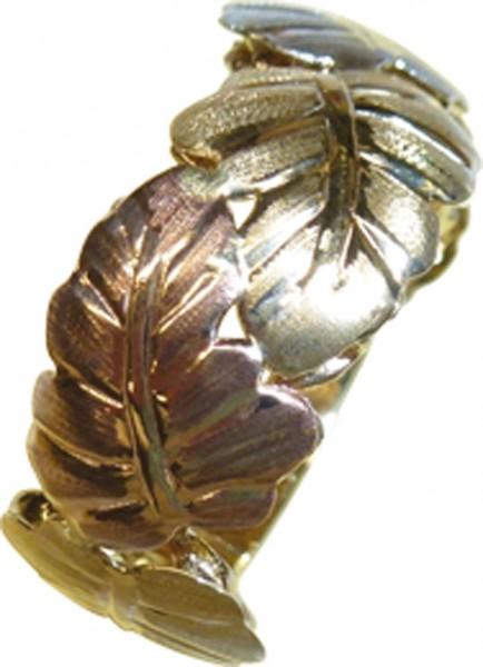 Wunderschöner Ring in Gelbgold 333/-, Ring aus einzelnen Blättern – ein Blatt in Weißgold, Rotgold und Gelbgold, Breite 9mm, Stärke 0,60mm. Dieses Einzelstück ist nur noch in Größe 21 erhältlich und wartet drauf, Ihren Finger zu schmücken. ABRAMOWICZ – Ih
