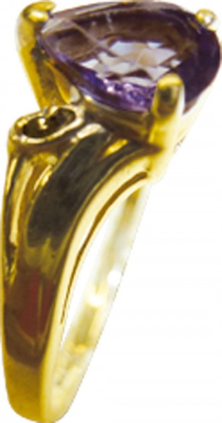 Goldring, besonderer Ring in feinem Gelbgold 333/- in Größe 19mm,hochglanzpoliert, und verziert mit einem wunderschönem Blau-Lila Tansanit, und 2 Diamanten 8/8 W/P, Ringkopf 7x6mm, Breite 1,4, Stärke 0,6mm, ein besonderer Ring als schnäppchen, greifen Sie