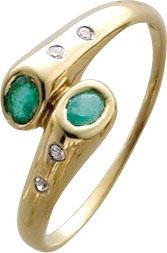 Goldring, wunderschöner Ring in feinem Gelbgold 333/- in Größe 19,7mm, besetzt mit 2 Smaragden und verziert mit 4 funkelnden Diamanten 8/8 W/P, Ringkopfbreite 10mm, Stärke 1mm mit einer nach unten verjüngenden Ringschiene, der Ring ist hochglanzpoliert, z