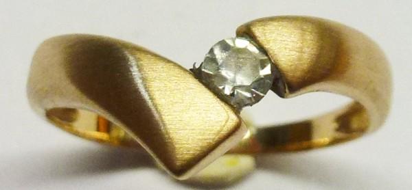 Hübscher Ring in Rosegold 585/-, mattiert, mit 1 funkelnden Zirkonia, Durchmesser 3mm, Ringkopfbreite 7mm, Stärke 1 mm, Ringgröße 16mm, Gewicht 1,2g. Sehr feines Einzelstück zum unglaublich günstigem Preis. Qualität zum Top-Preis aus Stuttgart.  Abramowic