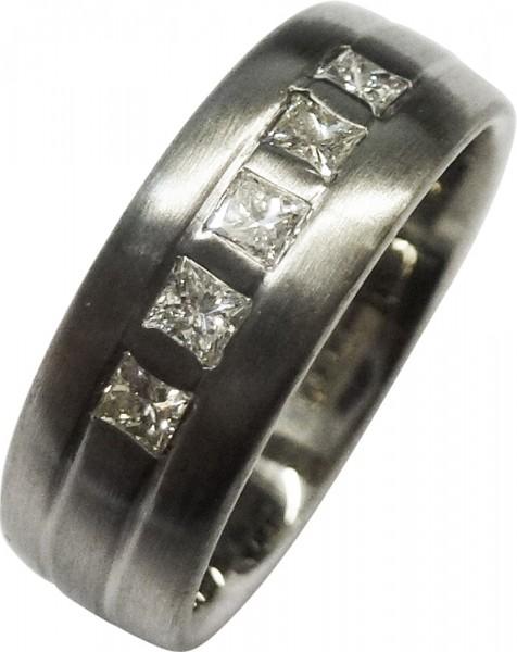 Glamouröser Ring in Weißgold 585/- + Platin 950/-, dieser Ring ist mattiert und besetzt mit 5 strahlenden Brillanten im Princess Cut 2mm, Chrystal/VVSI 0,35ct, Ringkopfbreite 6,3mm, Ringstärke 1,7mm, Ringgröße 17mm, Gewicht 7,2g. Dieser Ring ist nicht änd