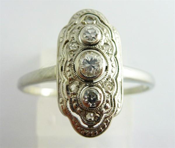 Weissgoldring in 750/-  Antik mit 9 Diamanten im Altschliff, zus.0,26ct. WP1 im Artekostil 20iger Jahre, Groesse 17,8mm aenderbar
