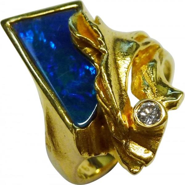 Damenring in Gelbgold 585/- mit einem Opal und einem Brillant 0,05ct W/SI