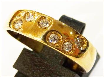 Goldring in Größe 18,5 mm. 6 funkelnde...