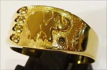 Goldring, Größe 18,2 mm, verziert mit ...