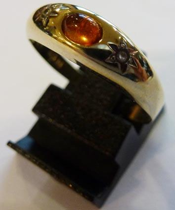 Goldring, Größe 18,8 mm besetzt mit 2 ...