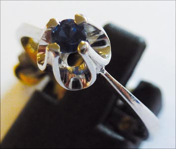Ring aus hochwertigem Weißgold 585/-, b...
