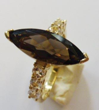 Ring in Gelbgold 333/-, mit wunderschön...